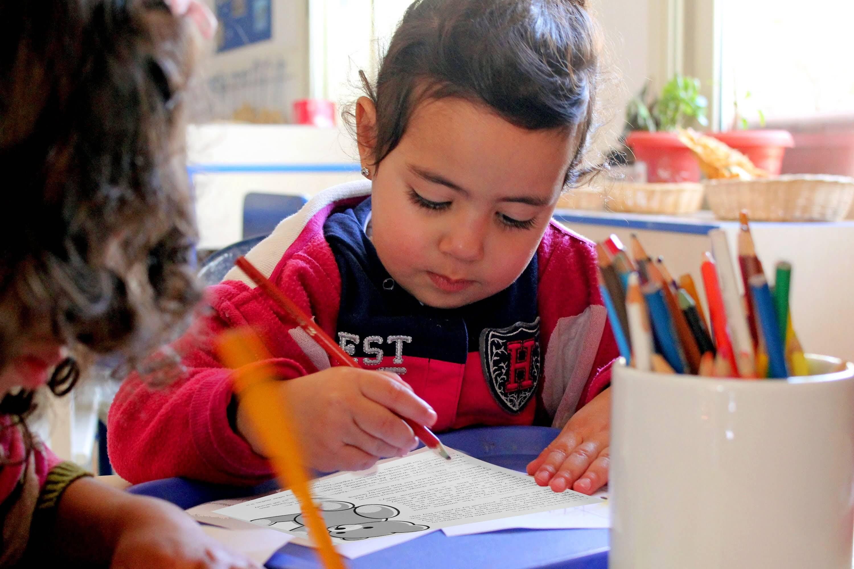 تدريب_طفل_على_تعلم_الكتابة